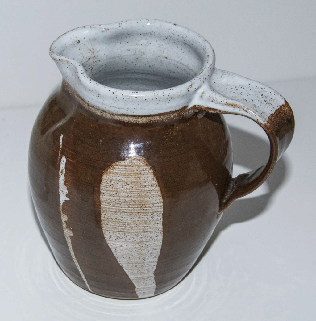 Brown decorated jug with difficult mark Brown_13