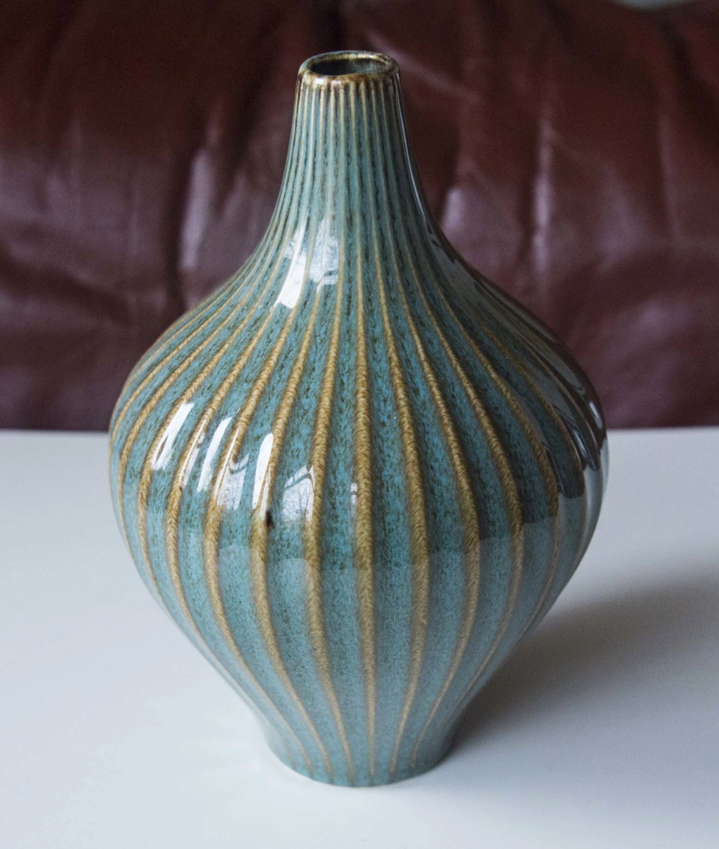 Nice green/striped vase, but few clues Green_19