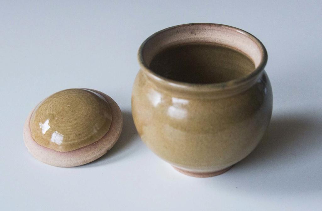 Wonderful small (honey) pot, but I cannot interpret he mark Green_22