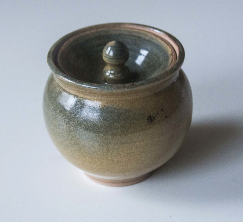 Wonderful small (honey) pot, but I cannot interpret he mark Green_24