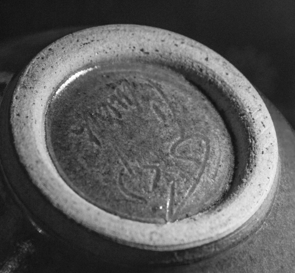Wonderful small (honey) pot, but I cannot interpret he mark Green_26