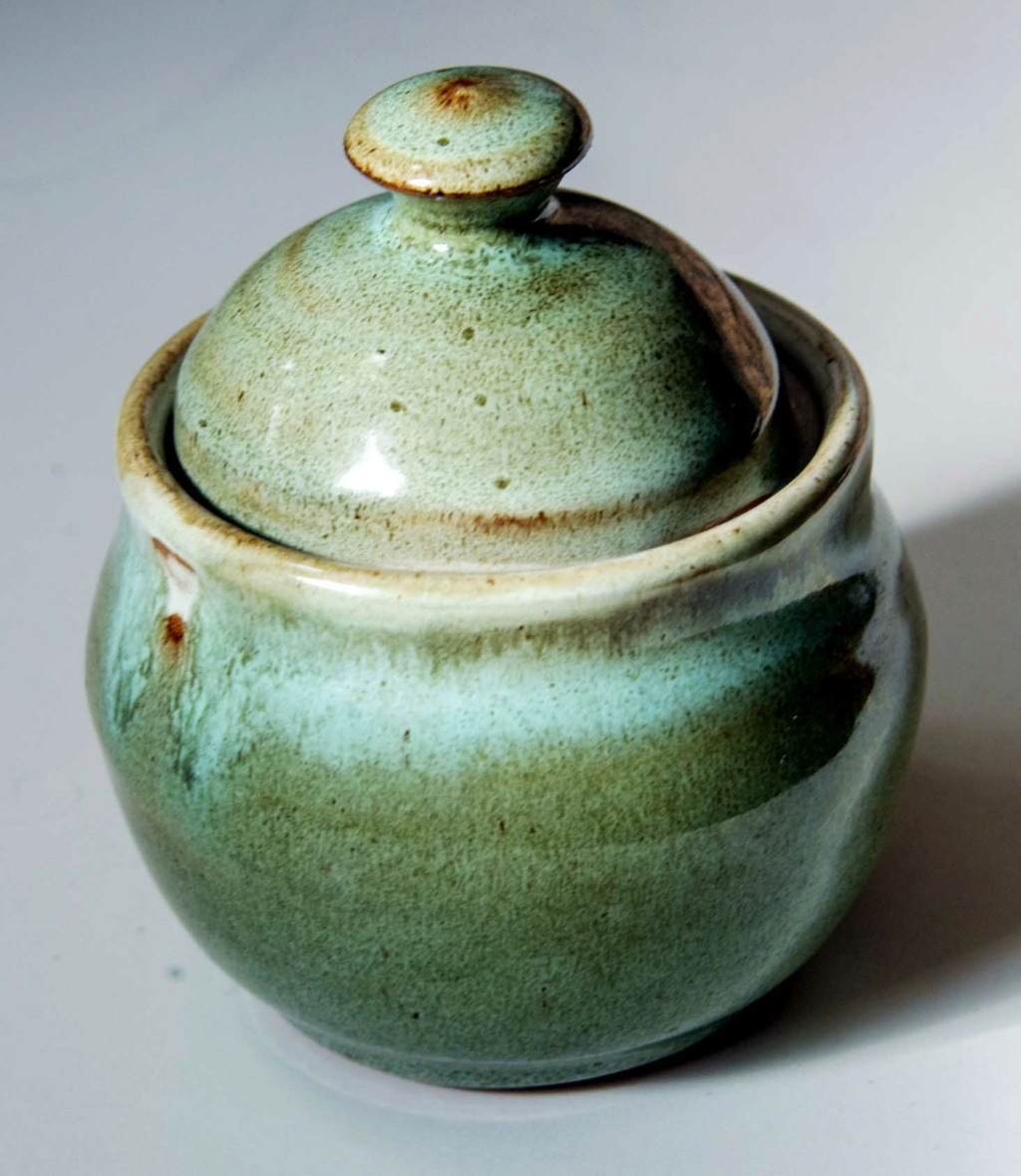 Green lidded bowl with a circled L mark Green_28