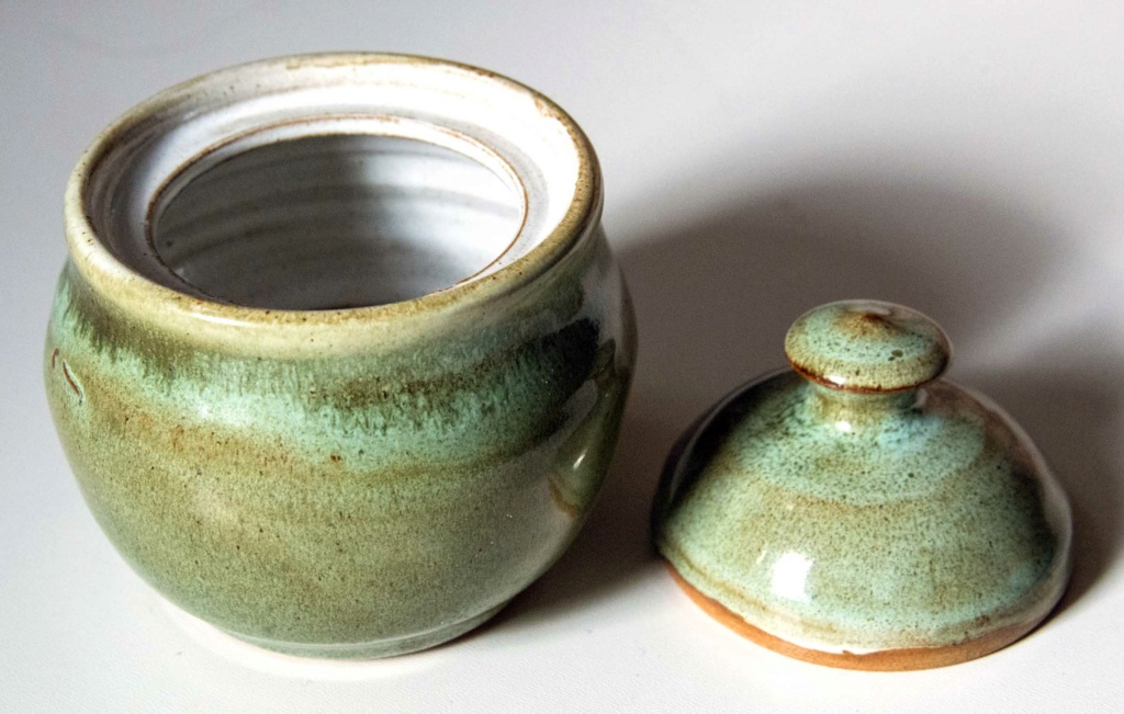 Green lidded bowl with a circled L mark Green_30