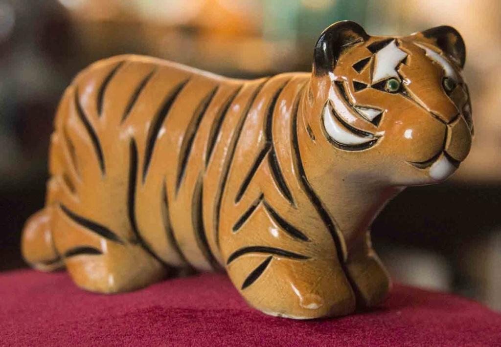 Tiger figurine by Artesania Rinconada, Uruguay   Tiger110