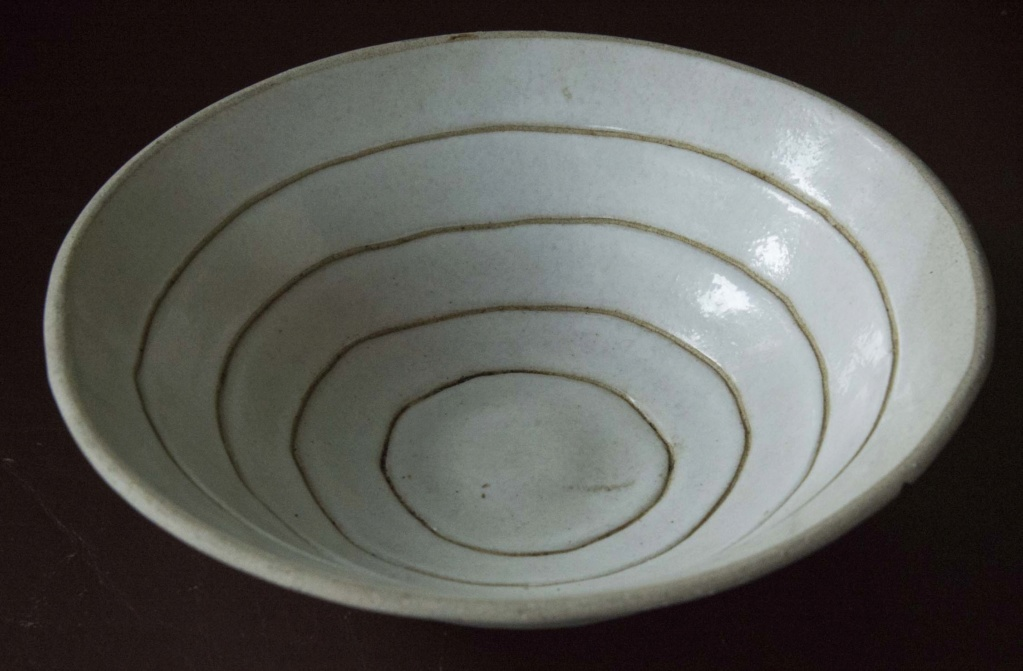 Simple White Glazed Bowl - Does anyone recognise the mark? Wbowl_10