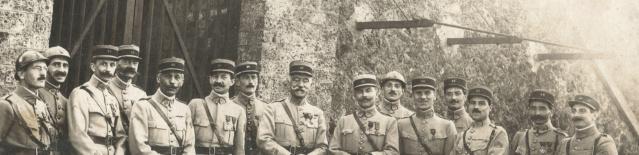 Photo groupe d'officiers français époque ? Groupe11