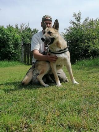 Rex Karmacs lebt glücklich in Ungarn R513