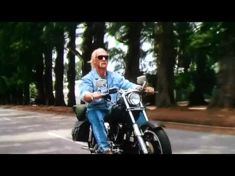 Ils ont posé avec une Harley, uniquement les People - Page 9 588b2c10