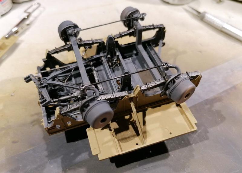 Camion Famo + remorque porte-chars  - 1/35 -  Tamiya - Page 4 Img_2315
