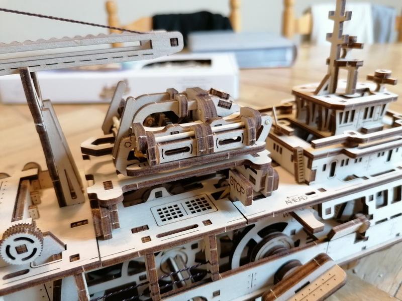 """Kit à encliqueter """"Research Vessel"""", échelle ? [UGEARS Mechanical Models] Img_2946"""