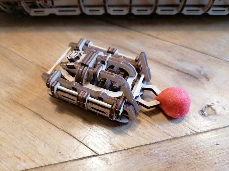 """Kit à encliqueter """"Research Vessel"""", échelle ? [UGEARS Mechanical Models] Img_2956"""