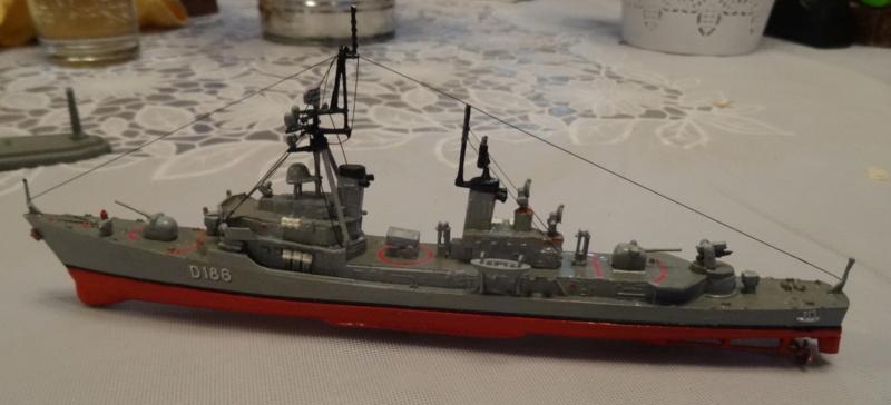 Destroyer D186 Molders, Revell, 1/700e  Molder21