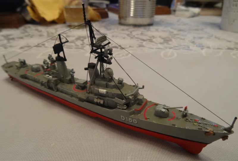 Destroyer D186 Molders, Revell, 1/700e  Molder23