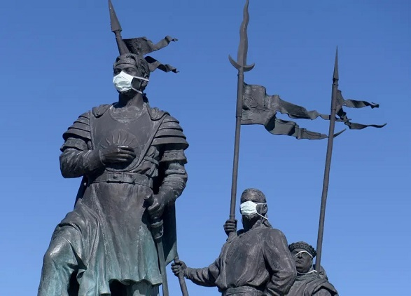 """2021/08/30 Doit-on dire """"le"""" ou """"la"""" Covid-19 ? Statue11"""