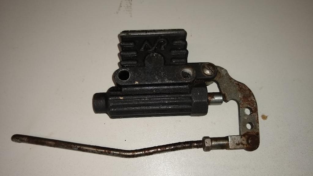 Bultaco Metralla GTS: substitució del cilindre principal posterior. Img_2010