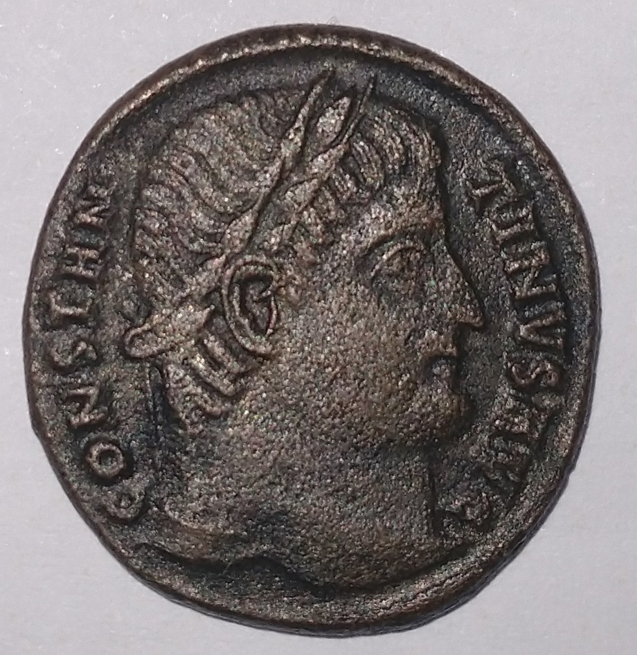 Primeras monedas: Constantino I y Valentiniano II Consta10