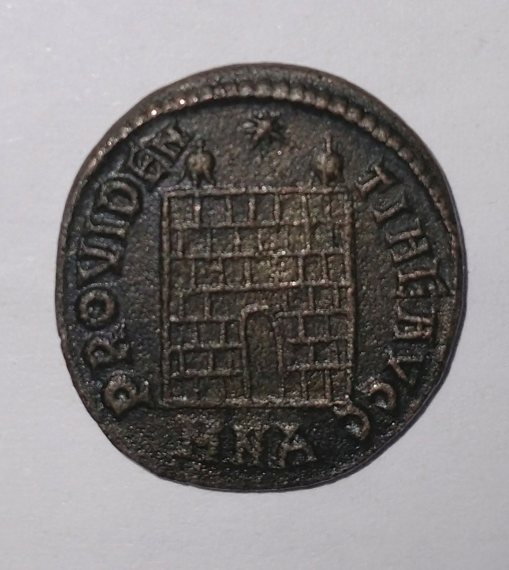 Primeras monedas: Constantino I y Valentiniano II Consta11