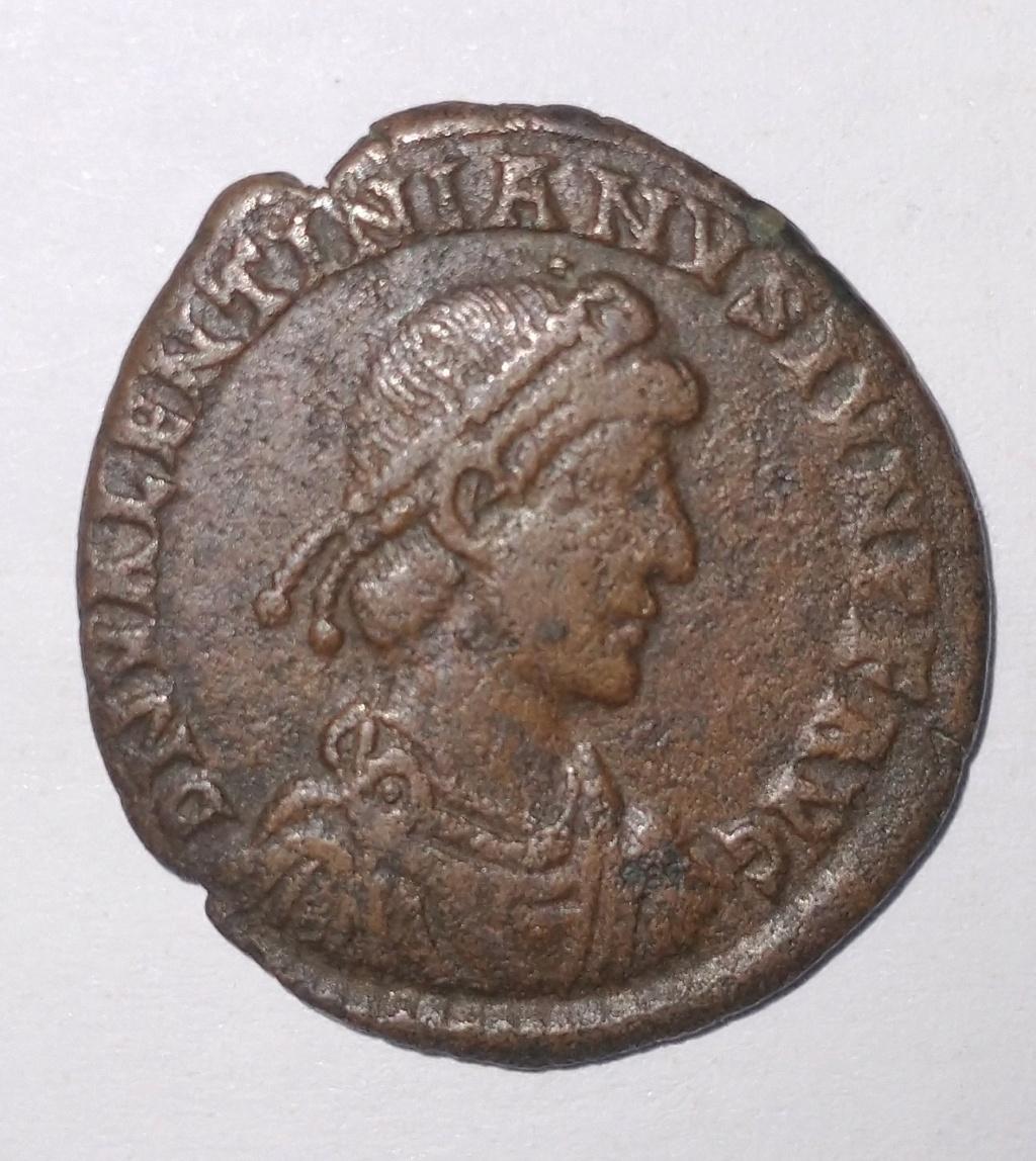 Primeras monedas: Constantino I y Valentiniano II Valent10