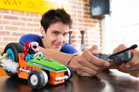 Des célébrités SuperChargées personnalisent les jouets Skylanders pour l'association Make-A-Wish Cid_im12