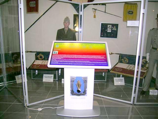 INVALIDES: borne tactile installée ce-jour et opérationnelle dans la Salle d'Honneur de l'Infanterie aux E.M.D 1-dscn10