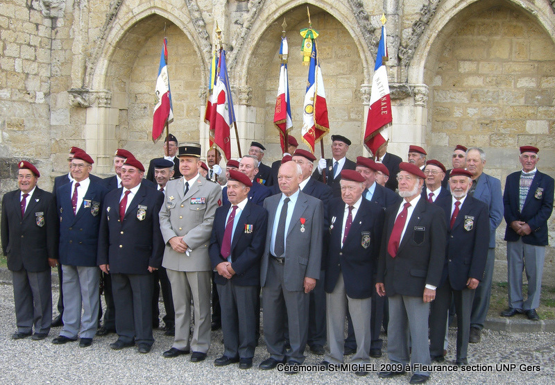 La section du Gers de l'UNP (Union nationale des parachutistes) fêtera la Saint-Michel, patron des parachutistes, à Fleurance, samedi 26 septembre 2009 Cimg4010