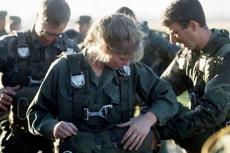 Les femmes militaires dans le monde...pour la paix???? Femmes10