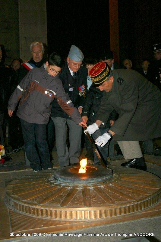 Cérémonie ravivage de la flamme à l'Arc de Triomphe Img_5016