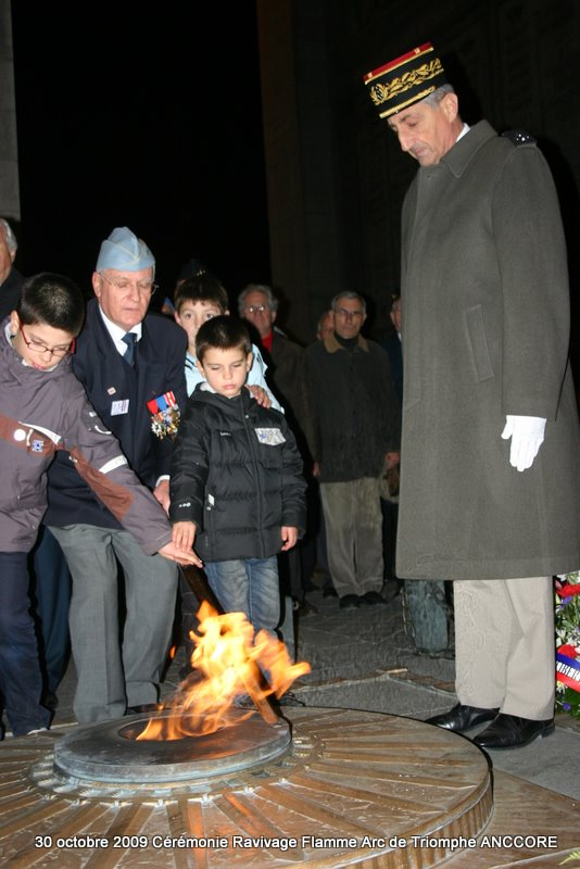Cérémonie ravivage de la flamme à l'Arc de Triomphe Img_5018