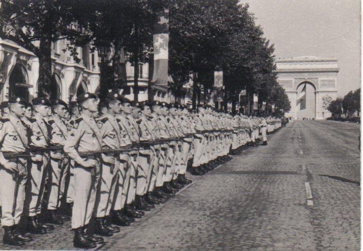 Le 1er RCP défile aux Champs-Elysées Jac_110