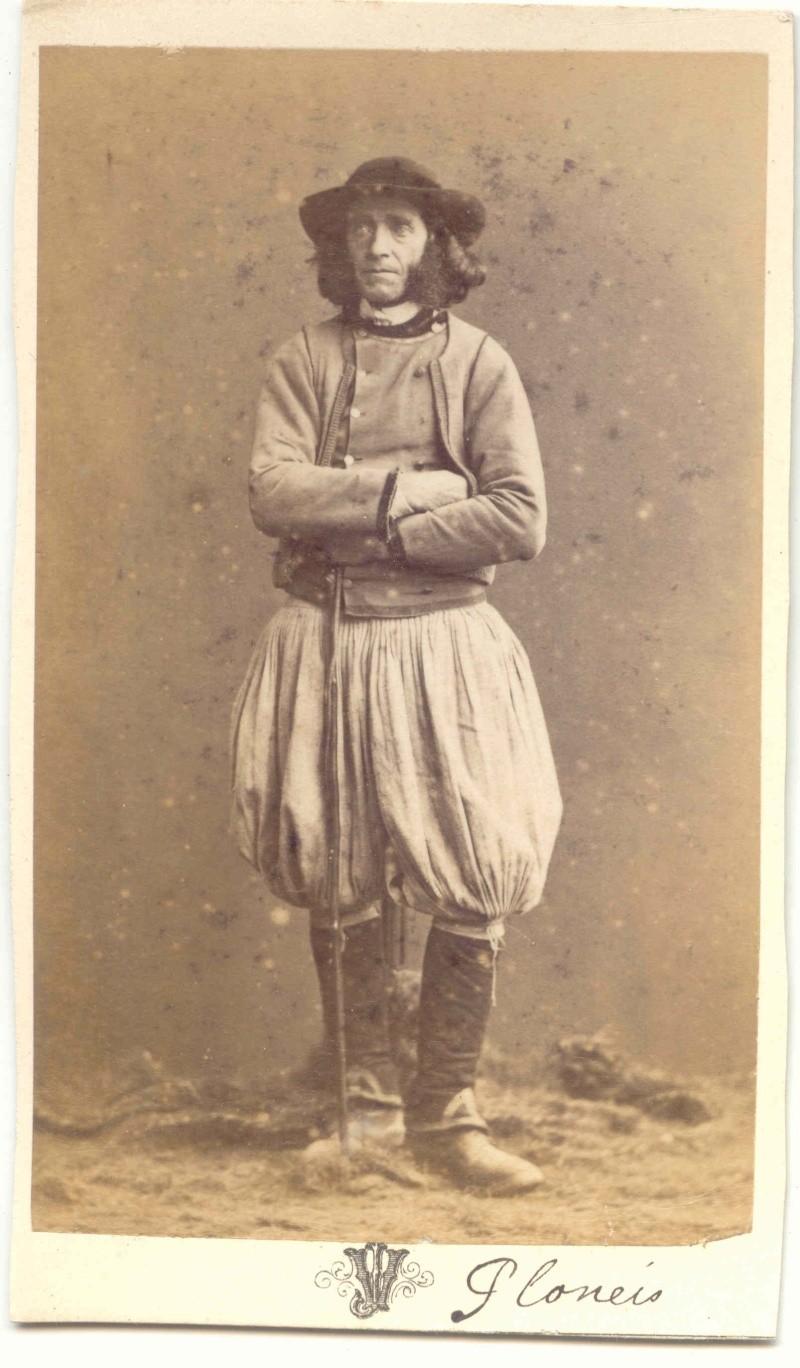 Costume breton en Lorraine Plonai10