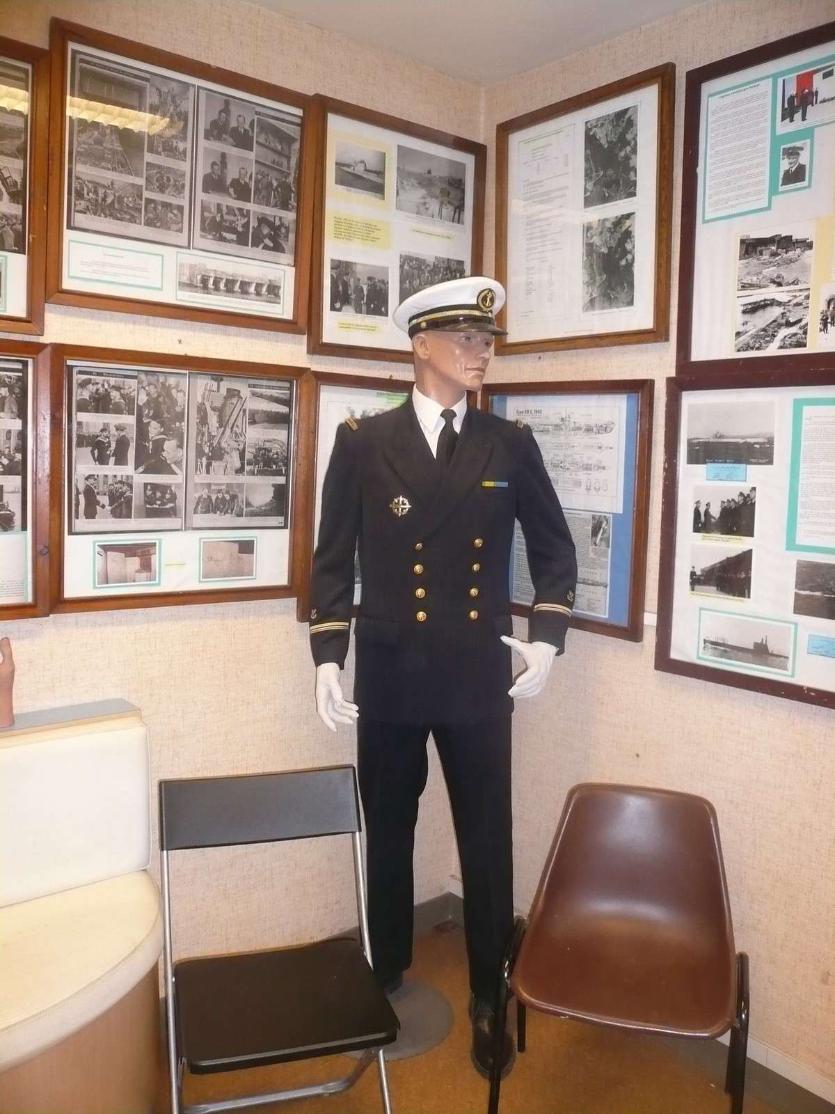 [ Associations anciens Marins ] Les membres du MESMAT nouvel équipage de la FLORE - Page 5 2_tenu10