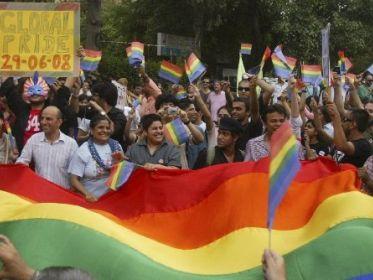 L'Inde fait un grand pas pour les homos... 4dntvu10