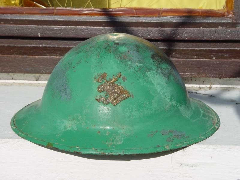 Présentation du casque Canadien de 1914 a nos jours.  Dsc05210