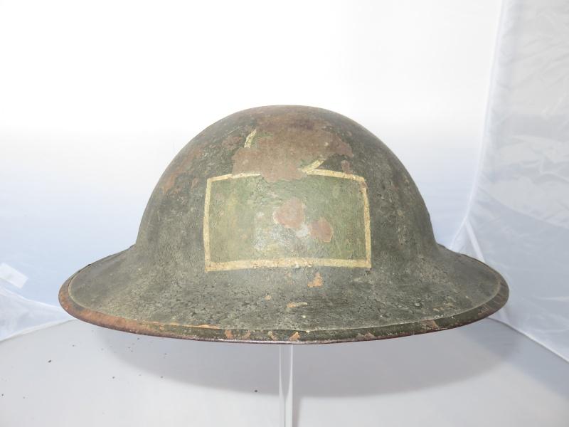 Présentation du casque Canadien de 1914 a nos jours.  Img_2224