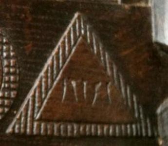 Meubles mystères : lettres grecques ou symboles mystiques ? - Page 4 Armoir11