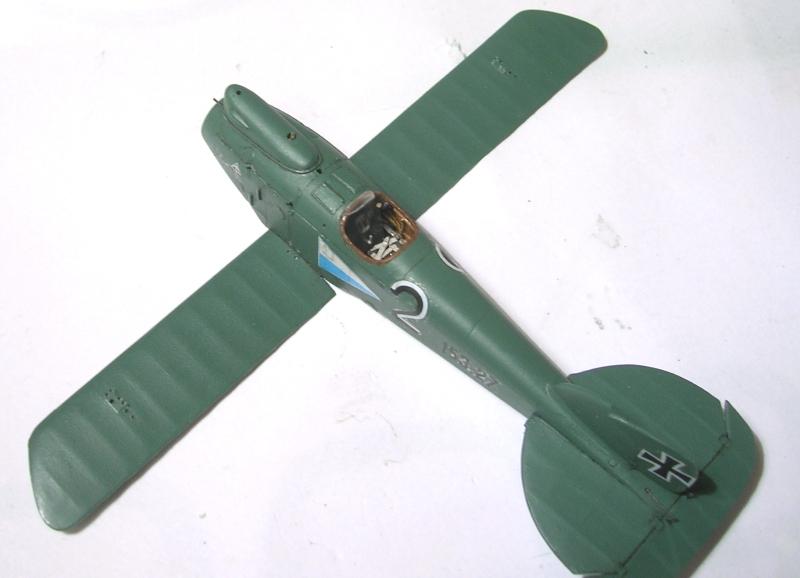 Montage: Albatros D-III Oeffag début de série 153 / Roden 1/72 Montag26