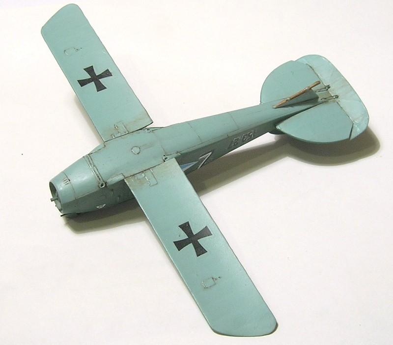 Montage: Albatros D-III Oeffag début de série 153 / Roden 1/72 Montag27