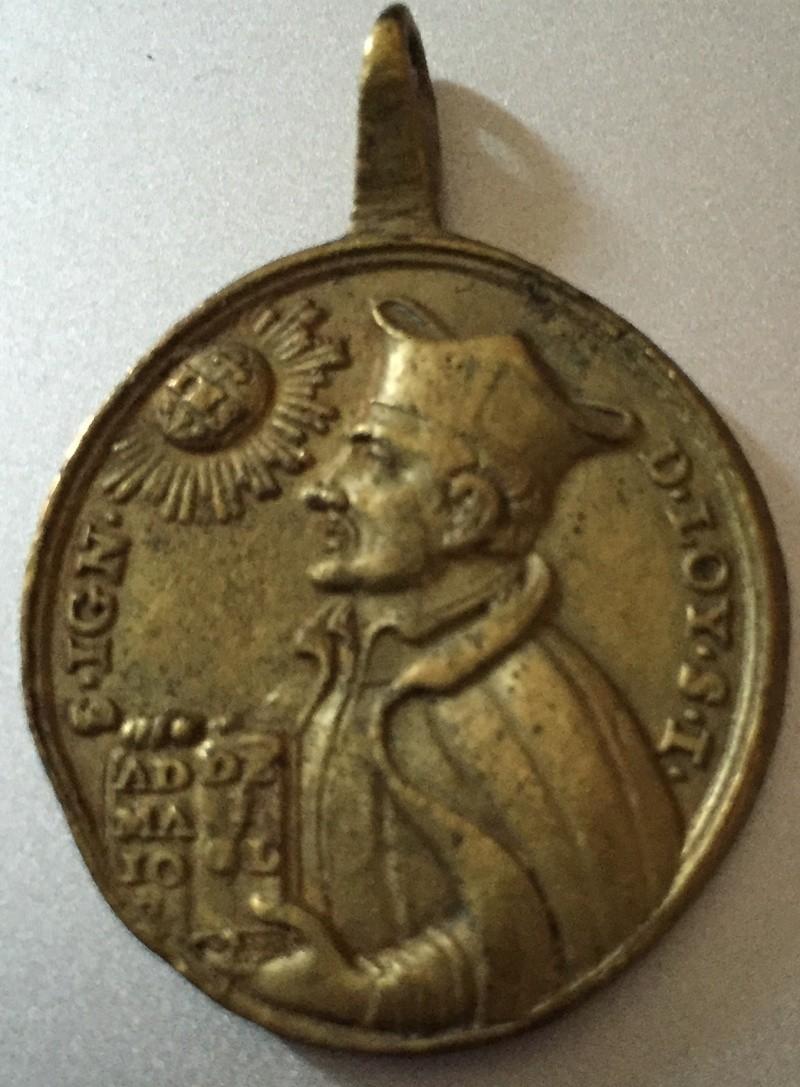 Médaille AV  Saint Ignace de Loyola .RV la mort de Saint Francis Xavier. XVIIIe siècle. Img_5610