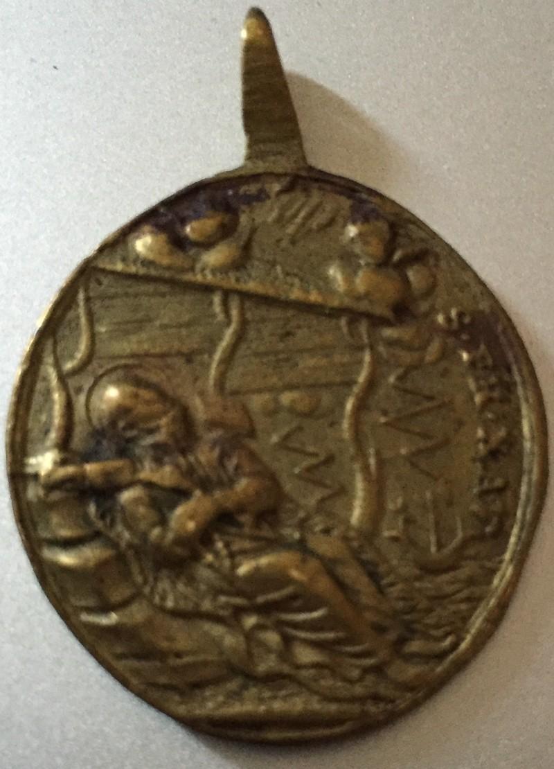 Médaille AV  Saint Ignace de Loyola .RV la mort de Saint Francis Xavier. XVIIIe siècle. Img_5611