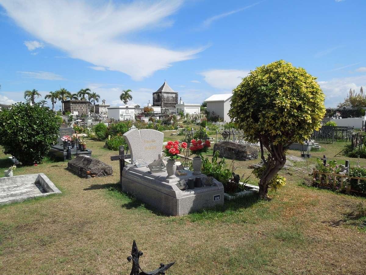 Le cimetière marin de Saint-Paul, la Réunion Dscn7411