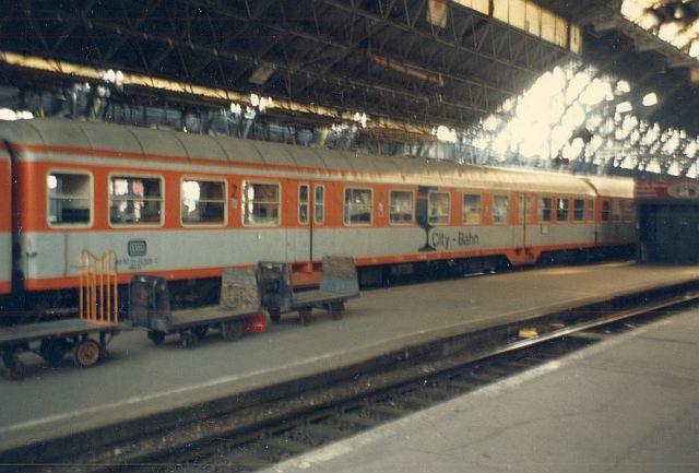 Die Diesellok der DB Baureihe 218 in CityBahn-Lackierung Barwae10