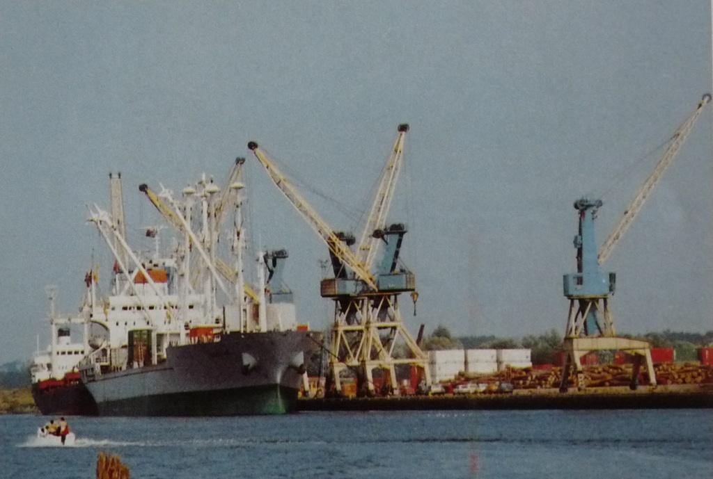 Grue portuaire - Page 3 Port-c10