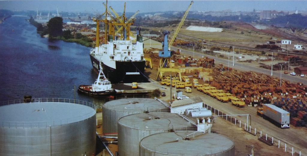 Grue portuaire - Page 3 Port-c12