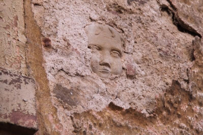 Où se trouve cette tête en pierre sculptée dans Wangen? Img_9710