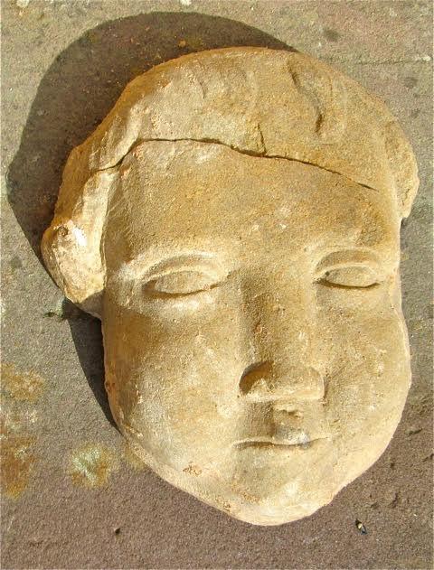 Où se trouve cette tête en pierre sculptée dans Wangen? Unname10