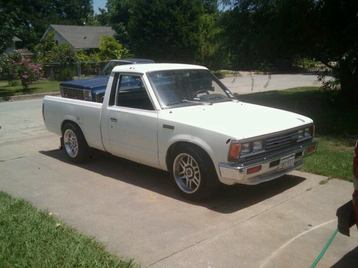 DATSUN PICK UP 720  2WD Version US 2.4L es de 1984  758ae410