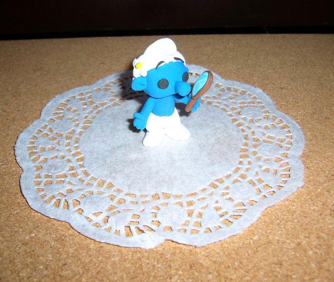 Petits schtroumpfs en pate polymère ( fimo , patarev, pate à modeler ....) - Page 5 Smurfp10
