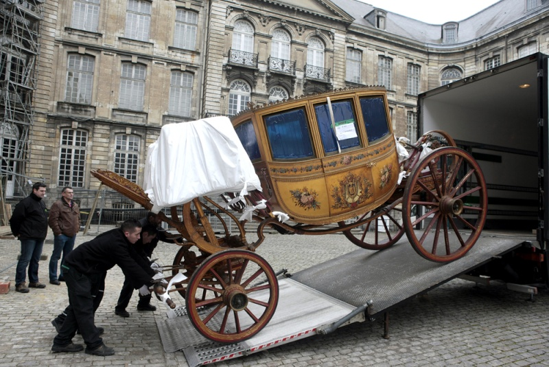 Enfin !   Réouverture de la Galerie des Carrosses à Versailles Oooooo12