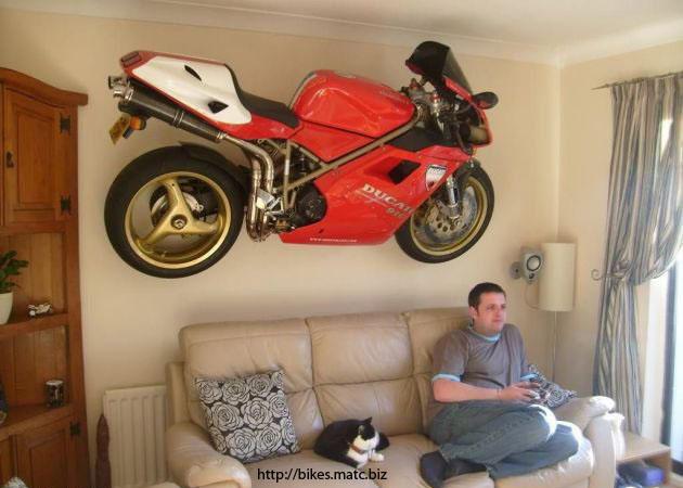 Déco maison style moto Le-tab10