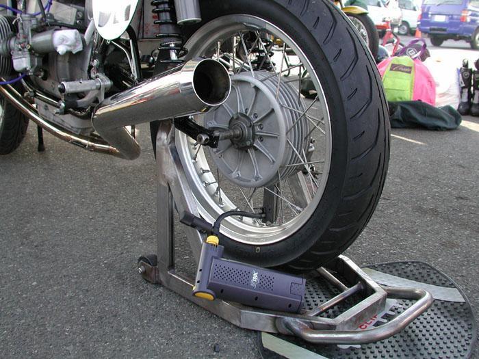 C'est ici qu'on met les bien molles....BMW Café Racer - Page 2 21800410